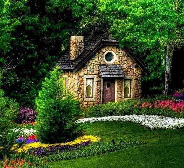 Ağaçlar içinde ev resimleri