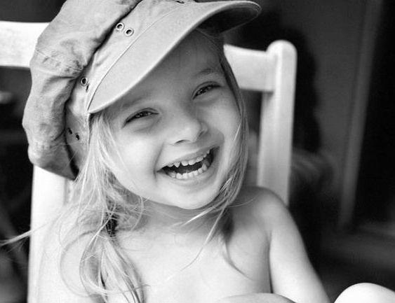 siyah beyaz mutlu çocuk resimleri