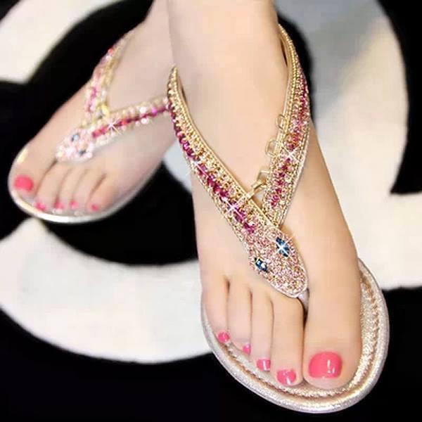 Çok şık parmak arası ayakkabı modelleri