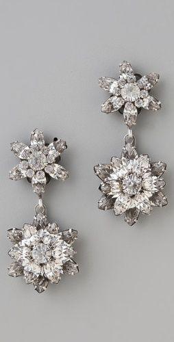 çiçek figürlü beyaz pırlanta küpe modeli