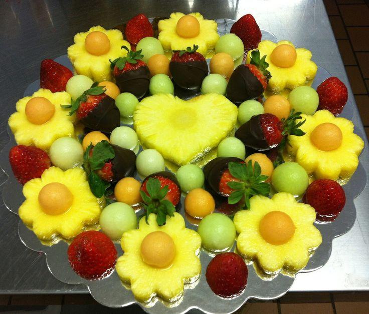 çiçekli çikolatalı meyve tabağı