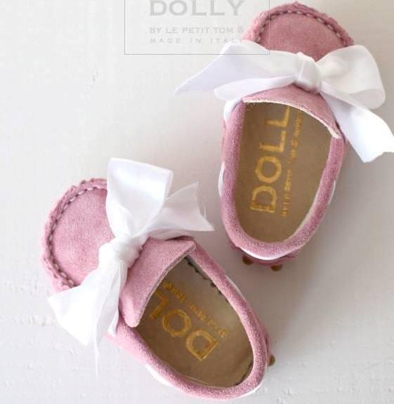 önü kapalı beyaz kurdeleli bebek ayakkabıları