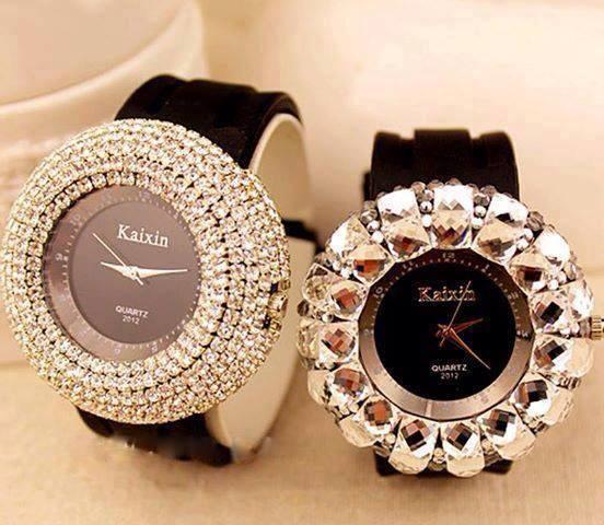 şık siyah kayışlı bayan saat modelleri
