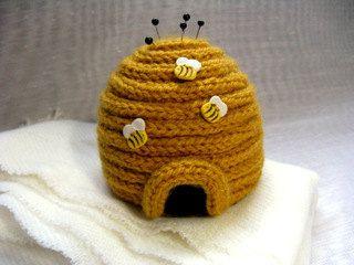 arı kovanı figürlü iğnedenlik modeli