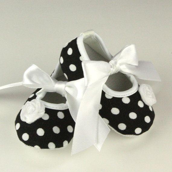 beyaz puanlı bebek ayakkabısı modelleri