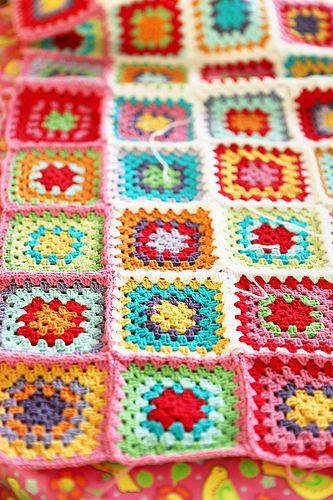gökkuşağı renkli örgü battaniye modeli