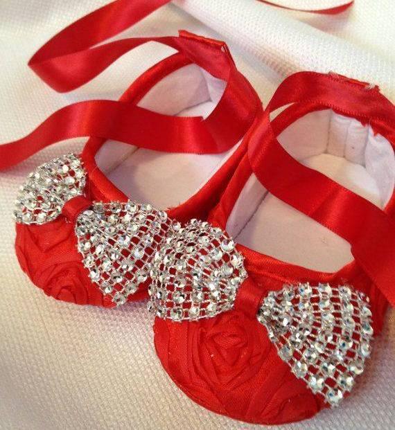 kırmızı gümüş kurdeleli bebek ayakkabısı modelleri