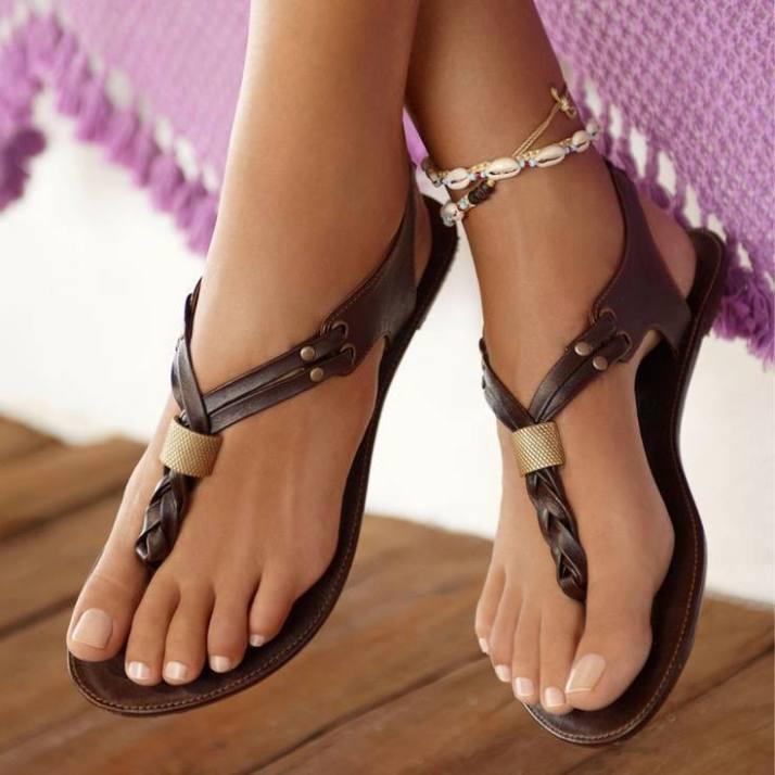 kahverengi deri parmak arası ayakkabı modelleri