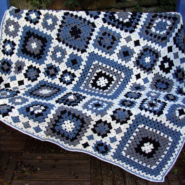 mavi beyaz motifli battaniye modeli