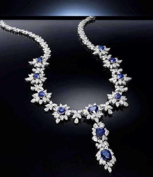 mavi taşlı harika kolye modelleri