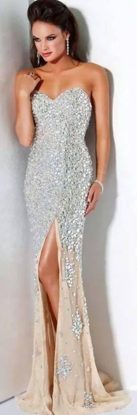 straplez uzun derin yırtmaçlı şık gece elbise modelleri
