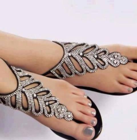 yeni trend modern parmak arası ayakkabı modelleri