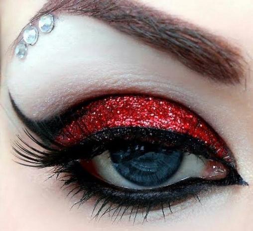 çekici kırmızı simli göz makyaj modelleri