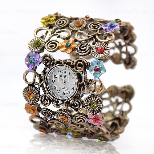 çiçek motifli kelepçeli bayan saat tasarımı