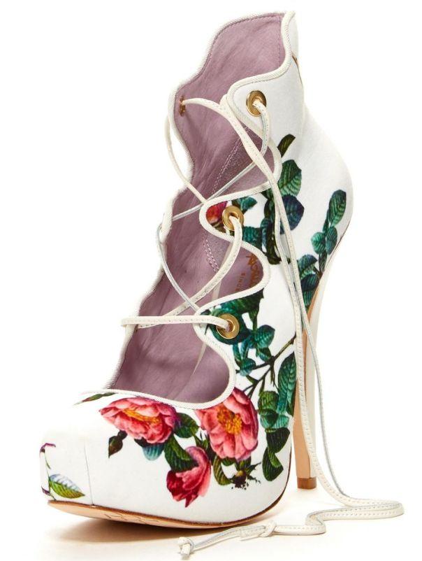 önü bağcıklı hoş çiçek desenli platform ayakkabı trendleri