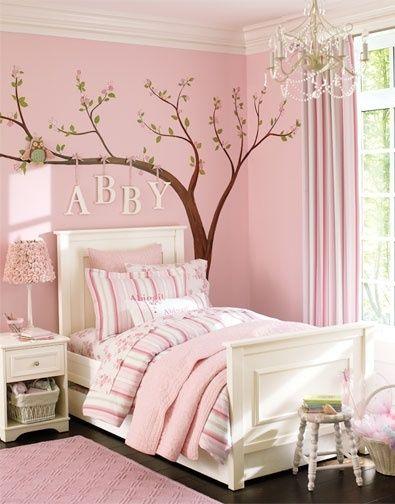 ağaç sticker modeliyle şık kız çocuk odası trendleri