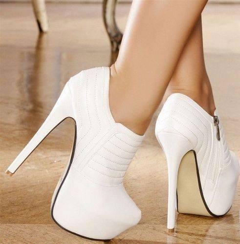 beyazın ayaktaki şıklığı muhteşem platformlar