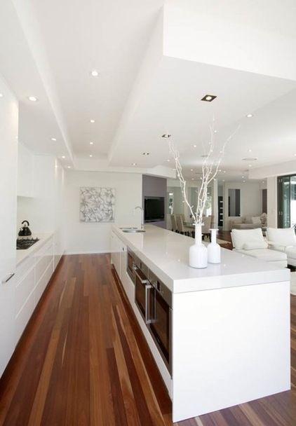beyaz tonda özel tasarlanmış mutfak modelleri