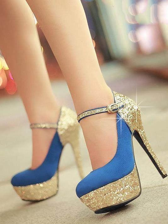 bilekten bağcıklı altın tonda ayakkabı stilleri