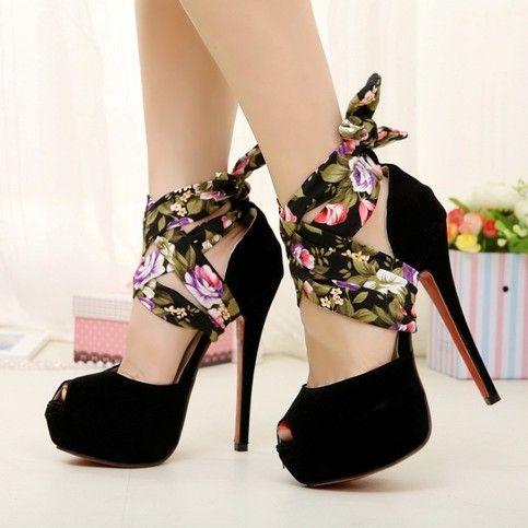 bilekten bağcıklı siyah platform ayakkabı modelleri