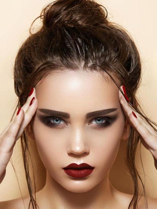 Doğal görünümlü harika dudak makyaj stilleri