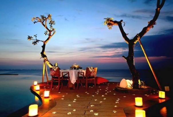 göl manzaralı modern romantik masa örnekleri