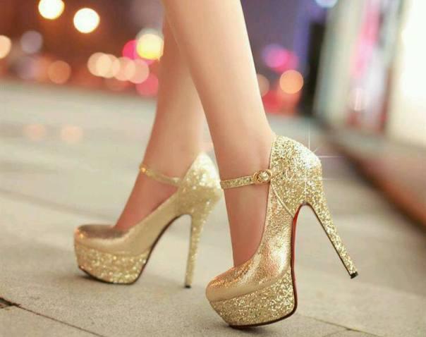gümüş ve altın yüksek topuklu ayakkabı modası