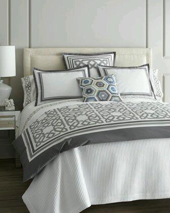 gri beyaz yatak örtüsü modeli