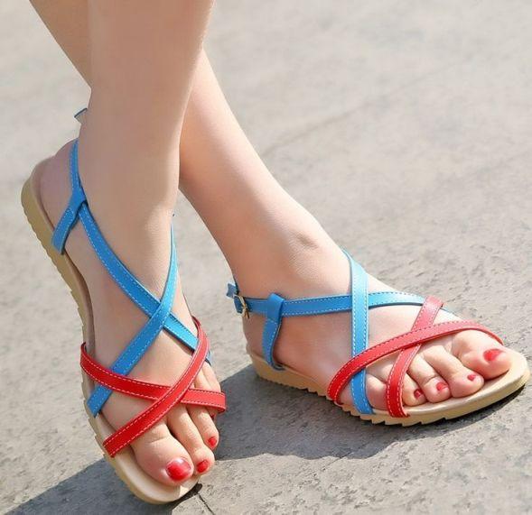 kırmızı mavi bantı yazlık ayakkabı modası