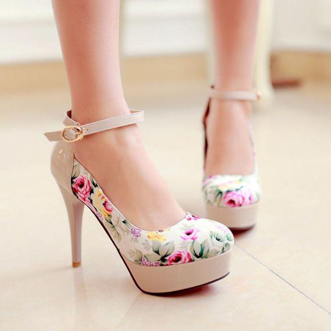 krem ton üzeri şık çiçek desenli platform ayakkabı modelleri