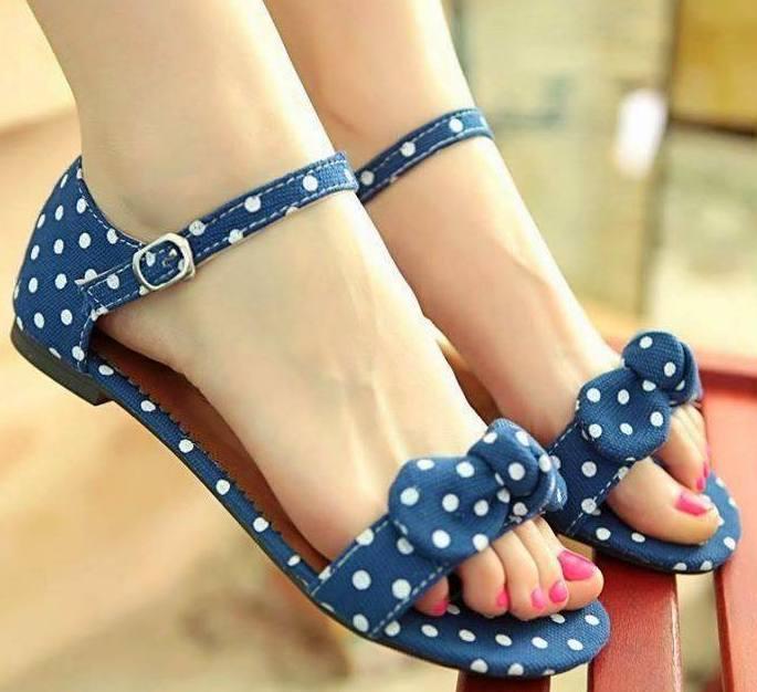 lacivert puanlı modern yazlık ayakkabı stilleri