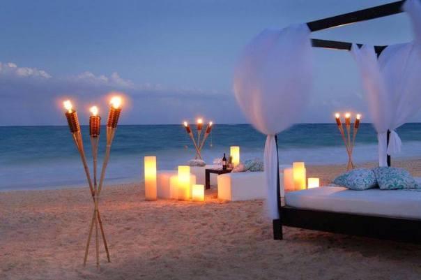 led ışıklarla süslenmiş romantik masa örnekleri