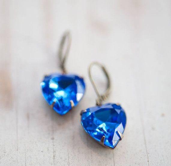 mavi kalp tasarımlı küpe modeli