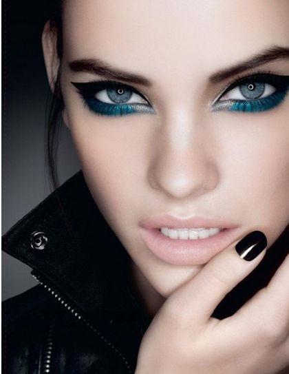 mavi tonlarda çekici göz makyajları