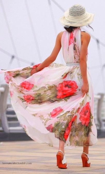 pembe gül desenli şık yazlık elbise stilleri