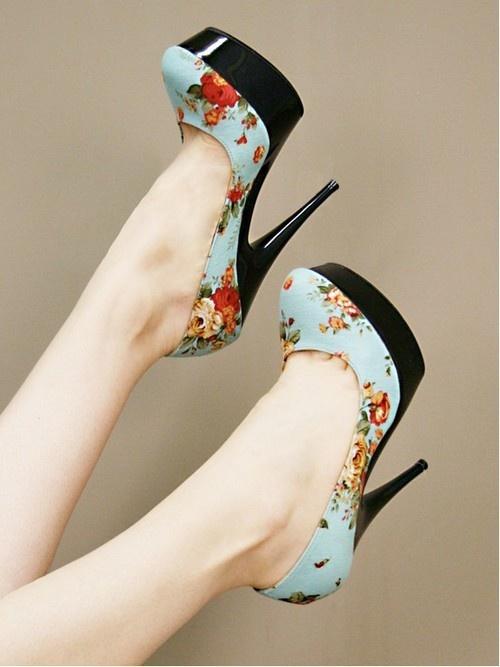 siyah tabanlı gök mavisi tonda platform ayakkabı stilleri