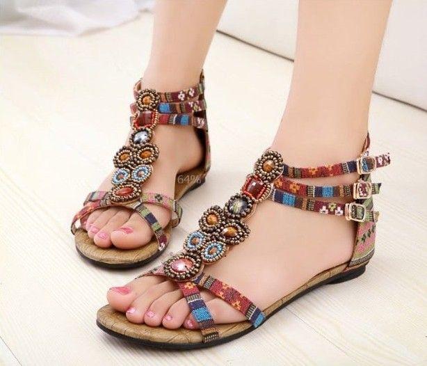 son moda şık boncuklu yazlık ayakkabı stilleri