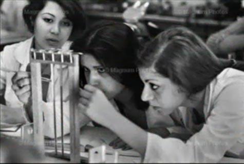 1979 yılından önce İranlı öğrenci kızlar