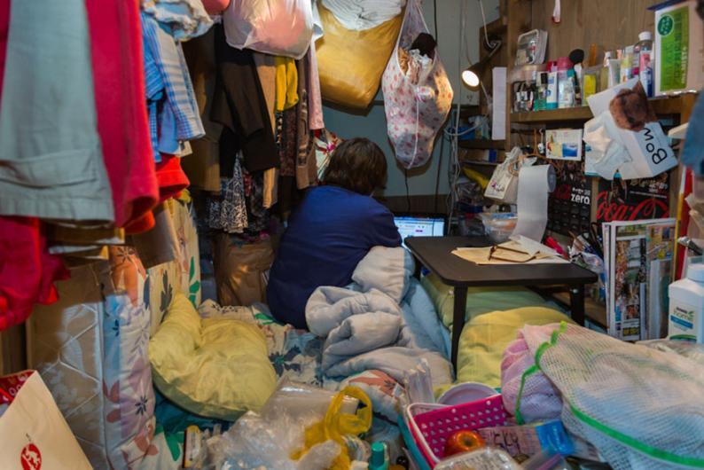 Japonya'da küçük odalarda yaşayanlar