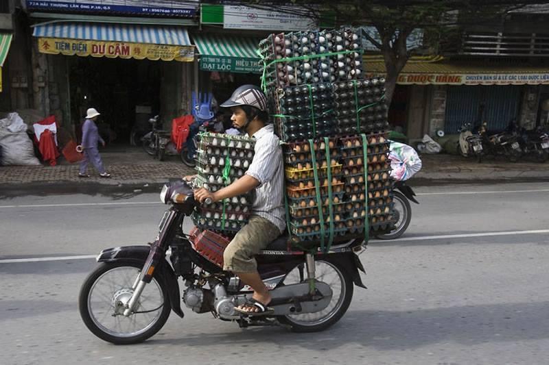 Motosiklet ile yumurta taşımak