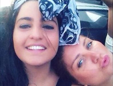 Sibel Can kızı Melisa ile birlikte