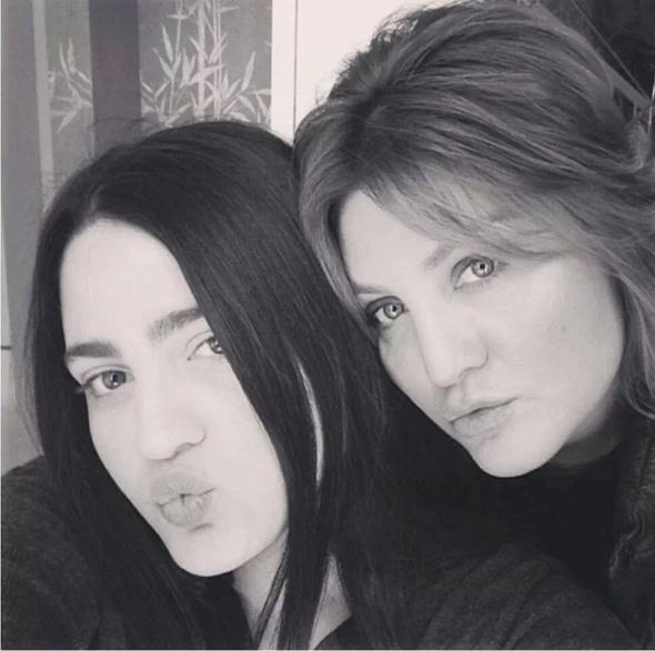 Sibel Can ve kızı Melisa