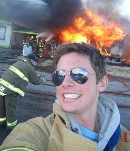 Yangın ile selfie yapanlar