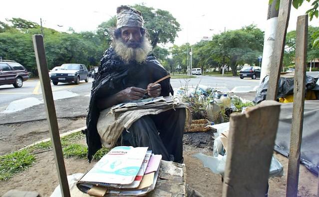 20 35 yıl sokaklarda yaşamış evsiz bir adam