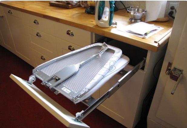 Çekmeceye yerleştirilen açılır kapanır ütü masası