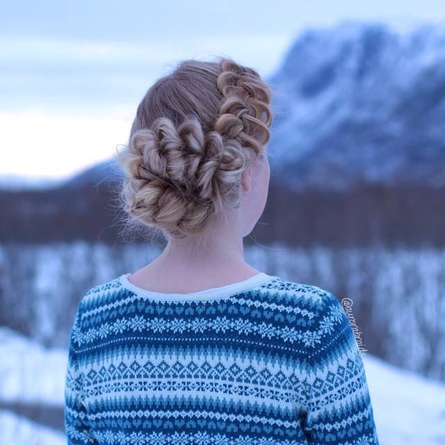 Örgü ile topuz yapılmış saç modelleri