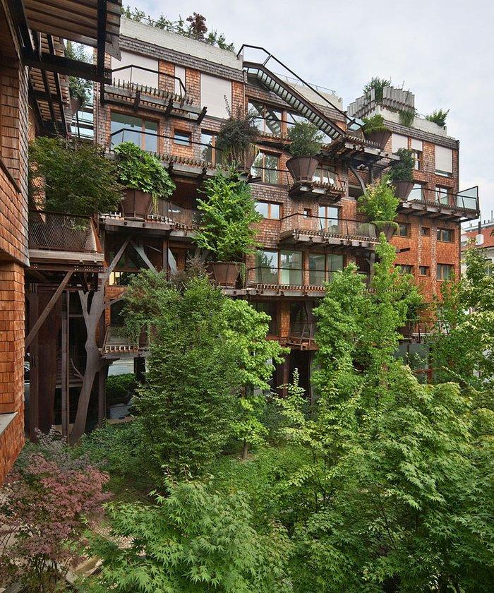 150 ağaç ile korunan bir apartman