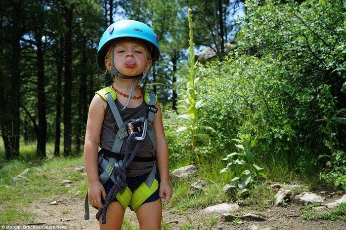 Küçük tırmanışçı kız