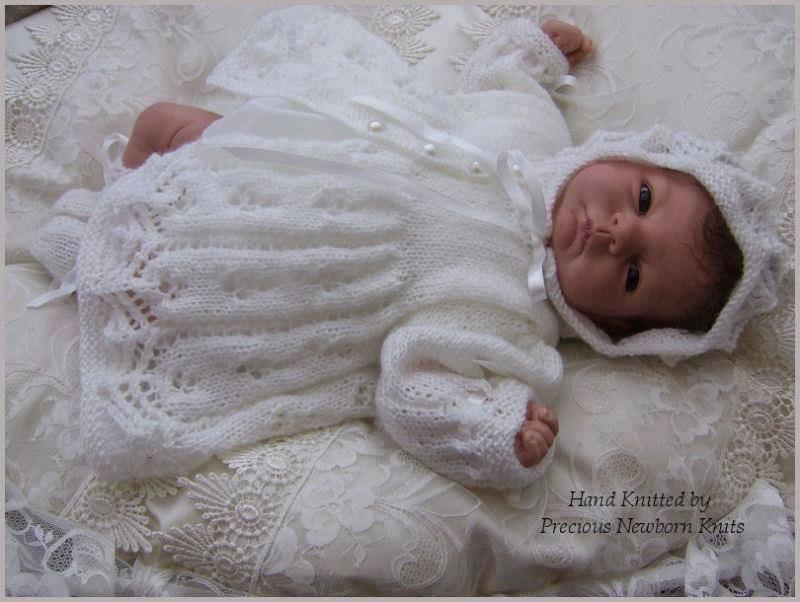 Kapüşonlu beyaz örgü bebek hırkası örneği