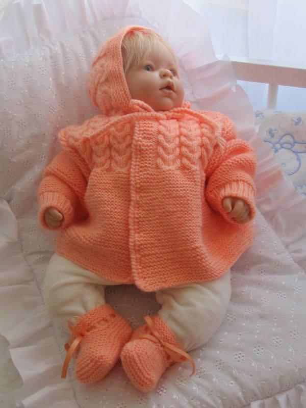 Kolay kapüşonlu bebek hırkası ve patiği